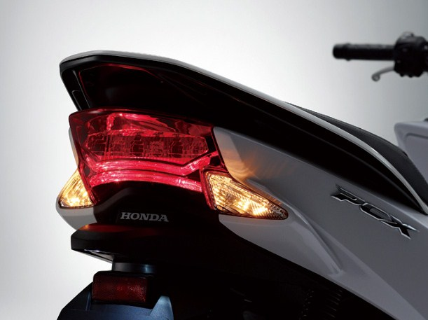 Pcx 新型に対抗してフルled化 テールライト ウィンカー編 Ride Scope